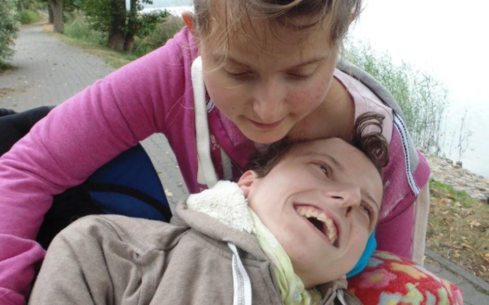 Zbiórka rehabilitacja dla Ewy i Sary - zdjęcie główne