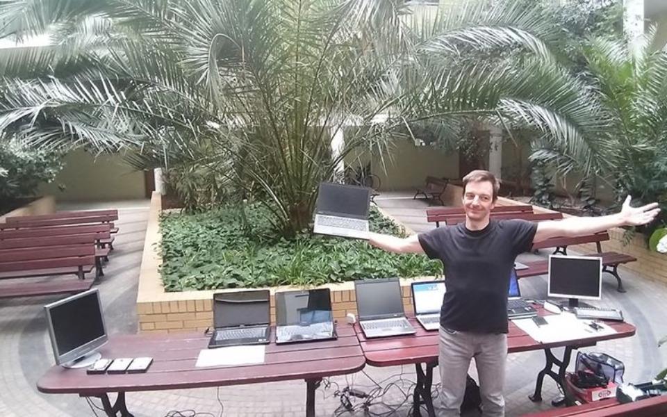 Zbiórka Wyskakuj z laptopa - zdjęcie główne