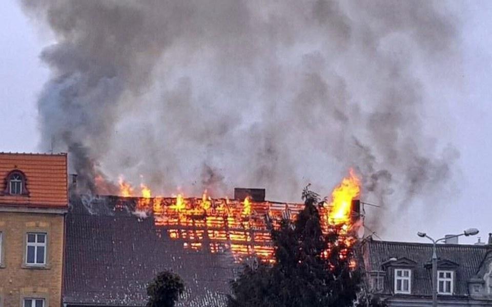 Zbiórka Spalony dach kamienicy Strzelno. - zdjęcie główne